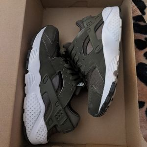 Nike huarache run youth 3.5